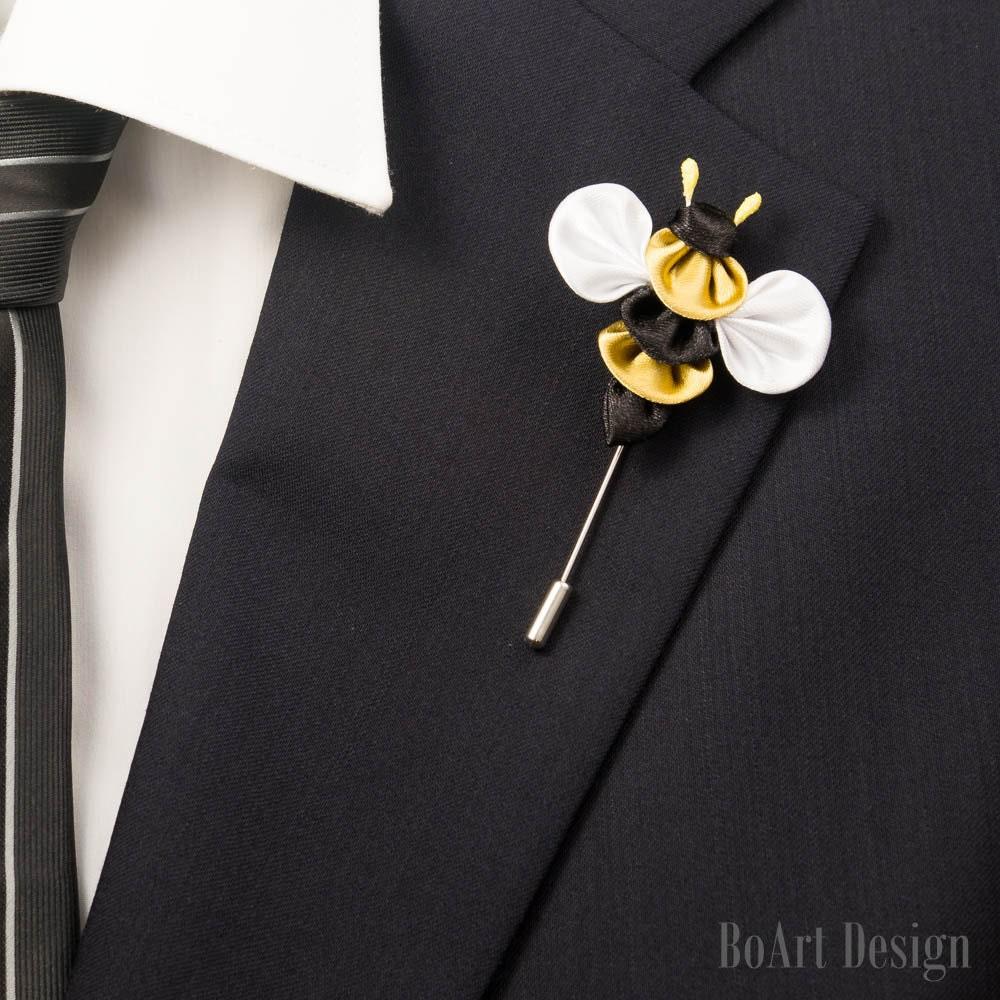 Stylish Beautiful Black Flower Lapel Pin: Cute Bee Inspired/Black/Gold/White Color Kanzashi Flower Lapel