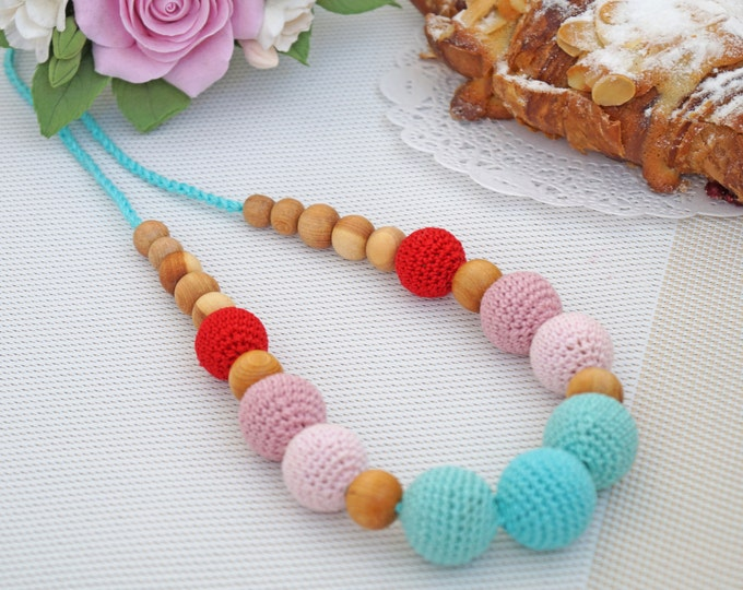 Nursing necklace / Teething necklace / Breastfeeding necklace - Strawberry capcakes