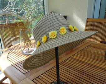 Straw hat woman with small yellow flowers