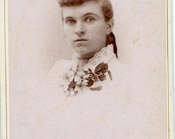 Cabinet card photo of a woman  (328)