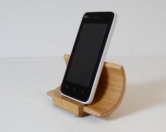 Idée cadeau pour telephone, support telephone en bois, finition Chêne