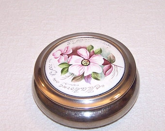 """Vintage Powder Box. Hand Painted Metal Trinket /Jewelry Box. Retro Soviet Powder Container """"Lenemal'er"""". Gift for Her."""