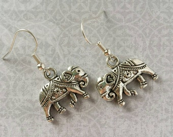 Minimalist Elephant Earrings (Silver)