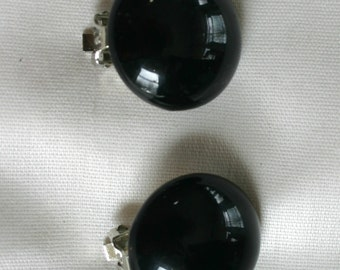 Vintage clip on earrings.   Black with silver tone metal.   Very beautiful. Would make a lovely gift.
