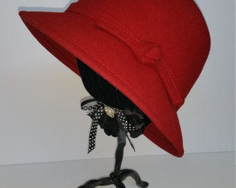 Vintage Cloche, Flapper Style Red Wool Hat With Bow