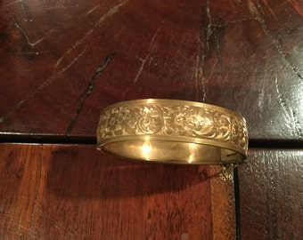 ETCHED Victorian GF Embossed Gold Fill Hinged BANGLE Bracelet Excellent