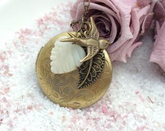 Medallion necklace Heartshell