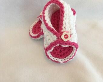 Crochet baby sandals for boys or girls