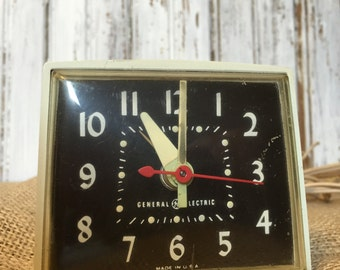 Vintage GE/ General Electric Off White Cream Black Face Alarm Clock