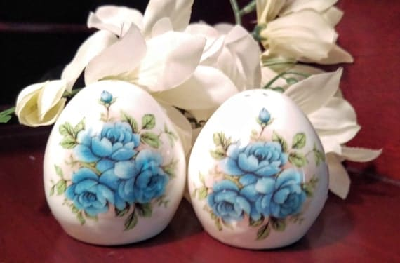 Vintage sandford egg shaped salt and pepper shakers by vintageeves - Egg shaped salt and pepper shakers ...