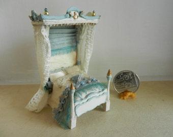 1:48 Half Tester Dollhouse bed