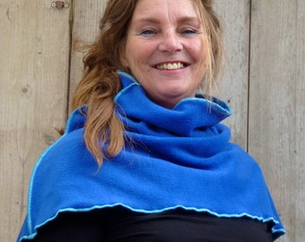 scarf/col: feminine warm and colourful. Indoor and outdoor wear. Ornamental seams in light blue.