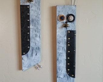 Gray wooden owls,