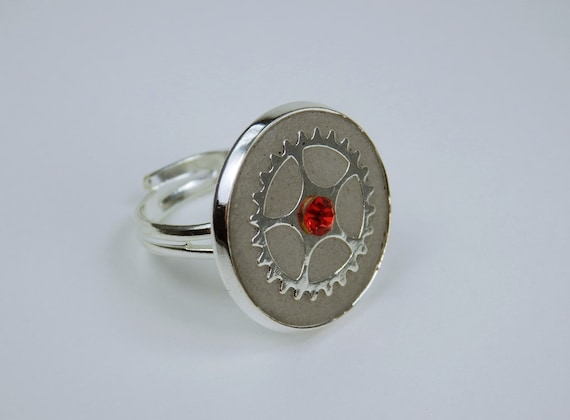 Ring steampunk with gear and red rhinestone stone concrete Jewelry Silver Ring Version Jewelry concrete jewelry Gears vintage Retro