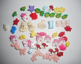 CHILDREN BUTTONS – USED