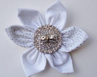 Handmade Fabric Flower Daisy – White, Silver
