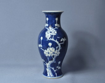 Vintage Chinese Late Qing Dynasty blue and white sack ice and plum blossom porcelain vase