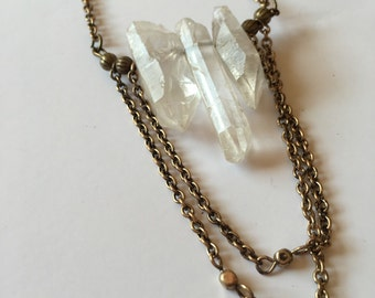 Crystal and chains necklace