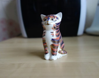 Royal Crown Derby paperweight Sitting Kitten