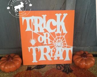 Halloween sign // Halloween decor // fall decor // fall sign // Trick or Treat // Halloween decorations