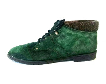 Vintage 1980s 1990s hunter green leather ankle boots // vintage green leather anklet booties // vintage 1990s ankle boots size 8.5