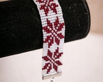 Seed beaded bracelet