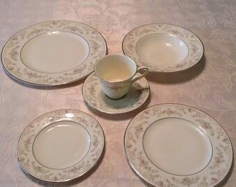 Royal Doulton Tableware, 6 place settings