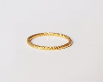 'Gold' gold ring