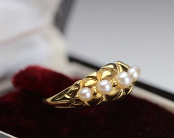 Old ring in 8k (8ct, 333) gold set with white pearls antique object very well preserved Excellent condition 3,29g