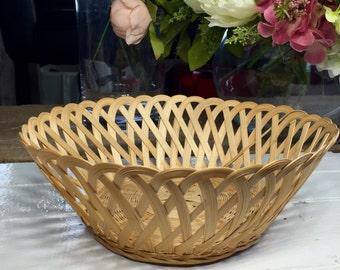 Nice and delicate basket, fruit basket, bread basket, rustic, vintage