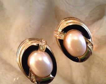 Beautiful costume clip pearl earrings.