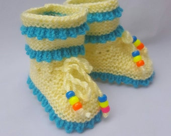 ON SALE baby booties, newborn booties, stay-on baby socks in blue and green shades, babyshower gift, first booties Baby booties,