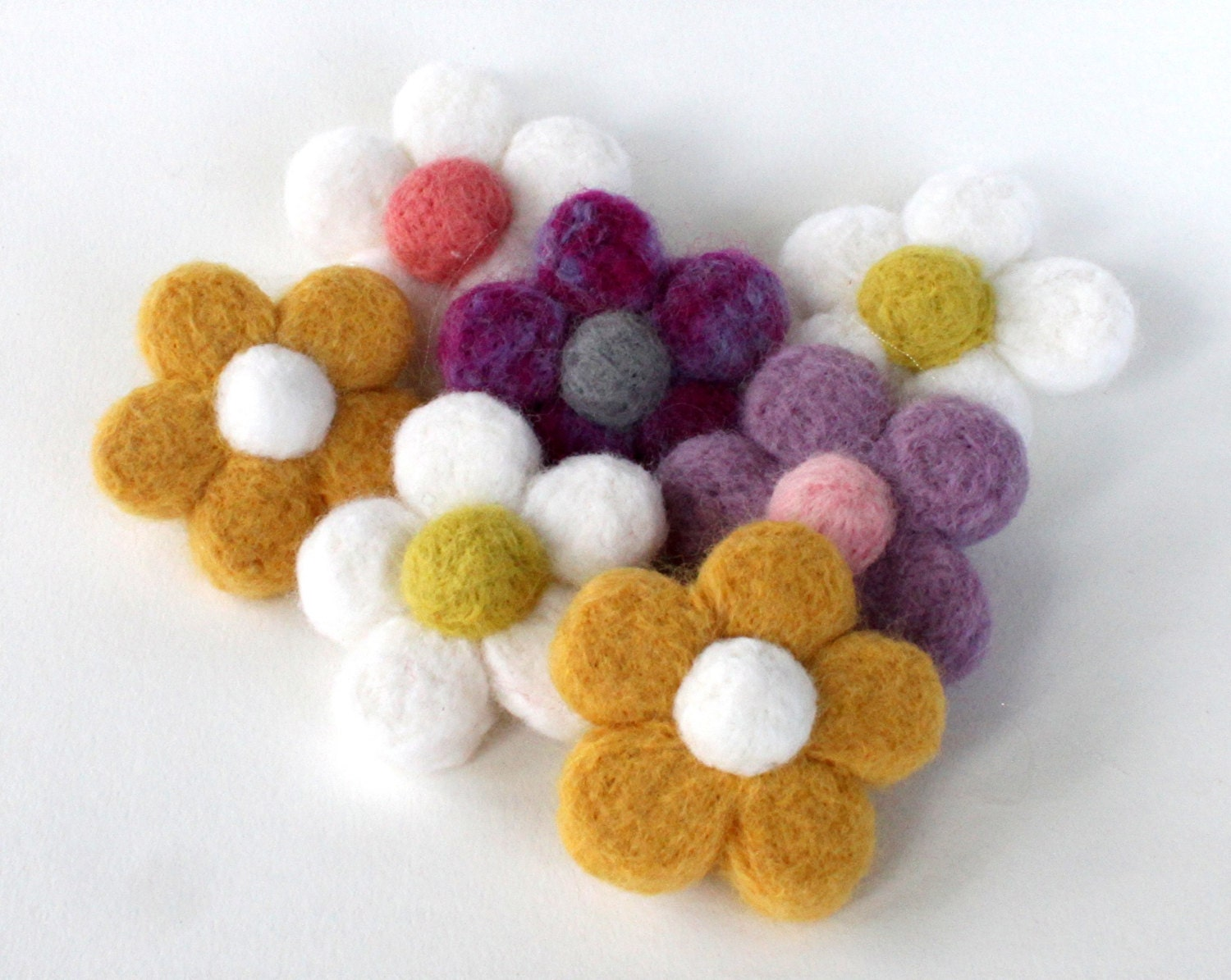 Needle Felted Daisy Flower Brooch Needle Felted Pin Flower