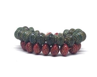 Stunning Vintage Estate Red Green Designed Beaded Stretch Bracelet Pair