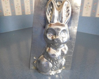 Bunny Sitting Up by Weygandt #504 Vintage Metal Candy Mold