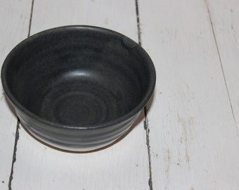 grey and white ceramic cereal bowl