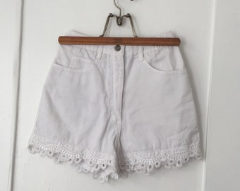 Girl's Size 5 - Vintage Western 90s White Lace Shorts - High-Rise - Switch