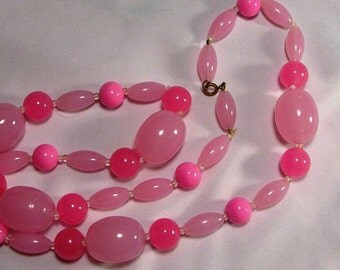 Lucite Vintage Necklace in Pink