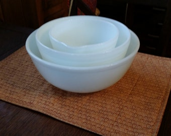 Three milk white pyrex nesting bowls. Large bowl is 404 the other two are unnumbered!  Beautiful shape!