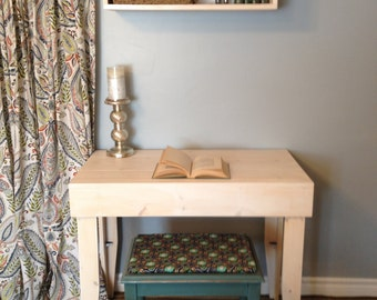 crate desk, rustic table, small homes