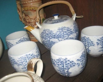 Blue & White Oriental Design CeramicTea Set/Teapot with 4 Matching Cups