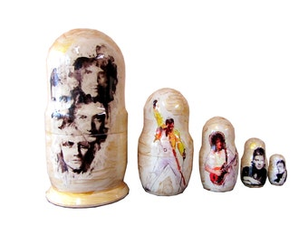 Matryoshka Queen. 5 Piece Nesting Doll