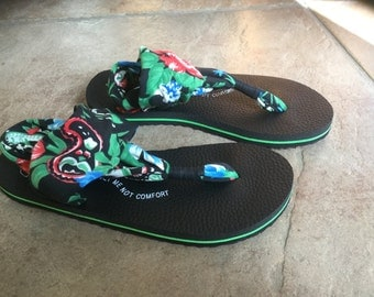 Floral Black/Green Flip Flops with wrap around straps.  Sizes 6-10