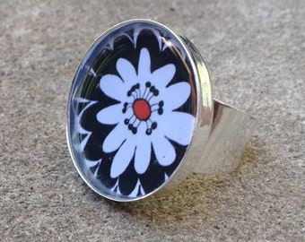 Black and White Flower burst design adjustable ring