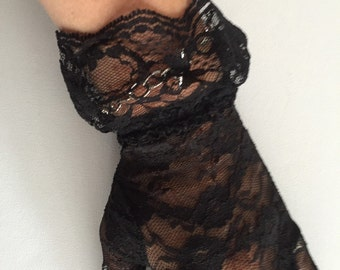 Victorian Style Lace Glove