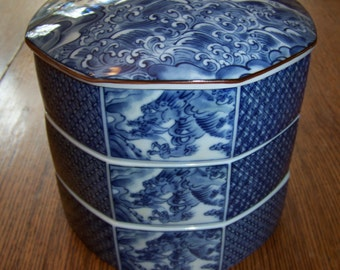 Vintage Japanese Blue & White Jubako Bento Luncheon Porcelain Box stackable dragon design, Beautiful