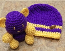 Husky New Born hat and Bear set.  Purple and Gold, New Born Husky Booties and Bear set, Husky Girl, Husky Boy, Husky Football, Dawg, U of W