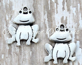 10 pewter Frog charms (CM239)