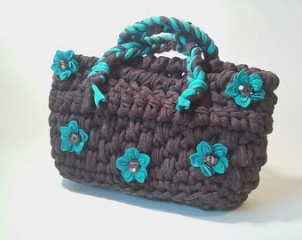 Crochet strap bag with handles