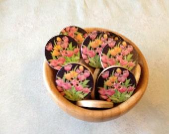 10 Wooden Buttons Tulip design 30mm